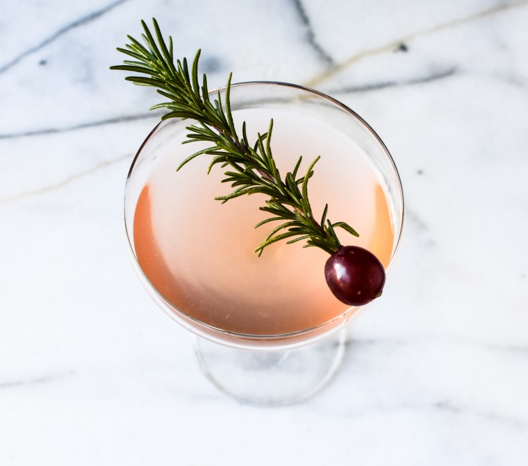 drink-with-rosemary